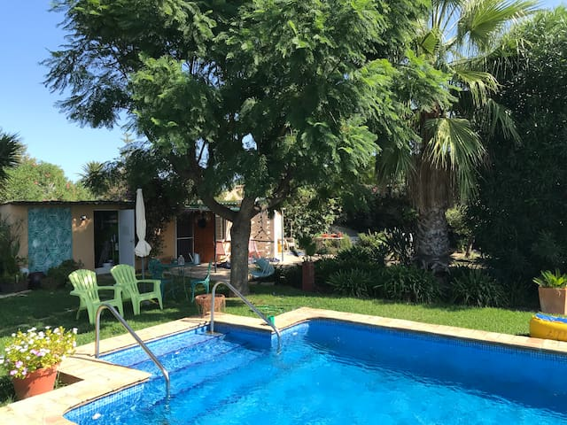 Garden casita w/ pool, short walk to the beach