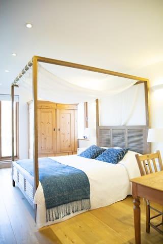 Hurst Farm - Room 1