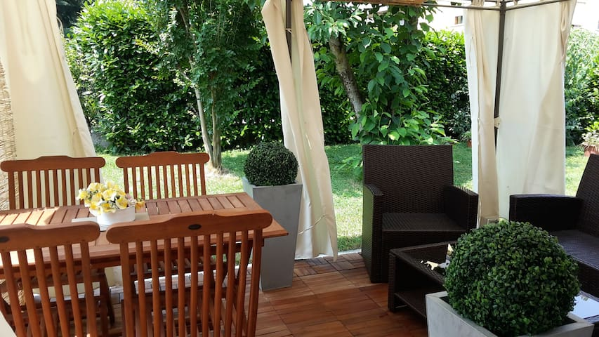 Independent villa with garden - Lodi - Huis