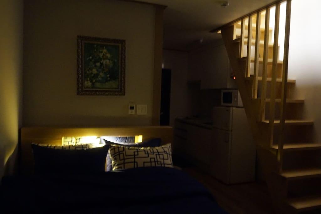 포켓스프링으로 편한한 숙면을 취하실 수 있습니다. 침대 일체형 조명
