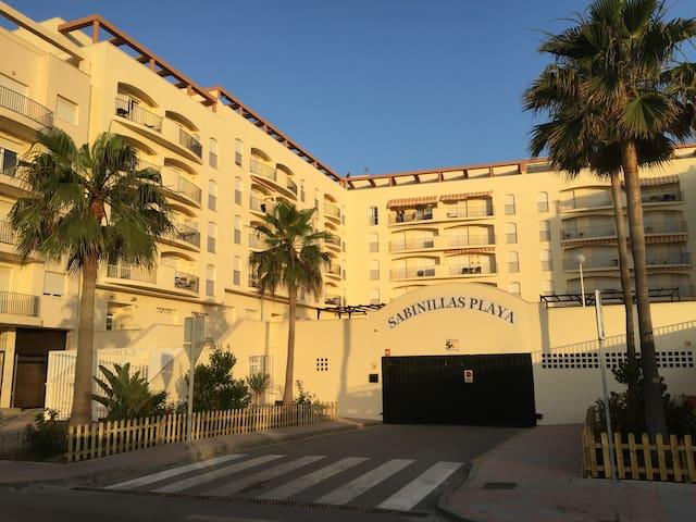 Apartamento muy cómodo con garage - San Luis de Sabinillas - Leilighet
