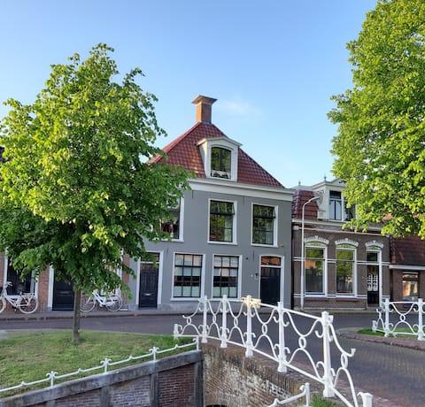 B&B De Koesfabriek Dokkum Centre at the canal