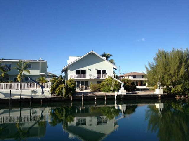 Islamorada canal home with dockage - Islamorada