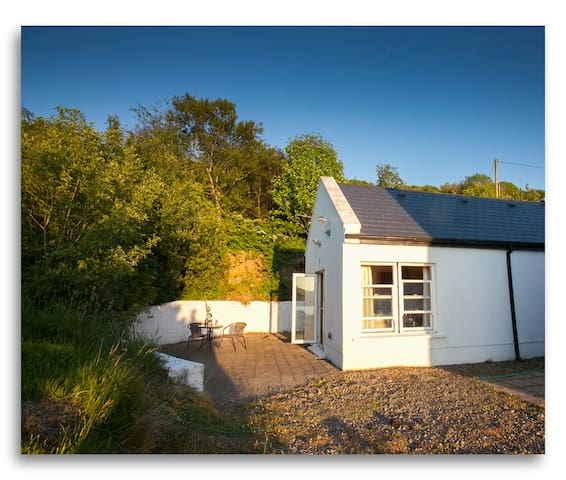 Cosy self contained cottage with stunning views