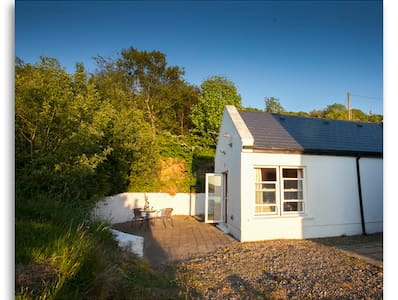 Cosy self contained apartment with stunning views - North Tipperary - กระท่อม