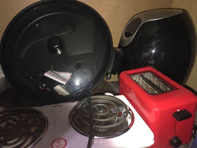 Skillet, air fryer, toaster and electric burners.