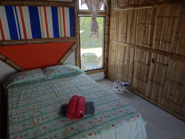 Bamboo's room with double bed! - Mompiche