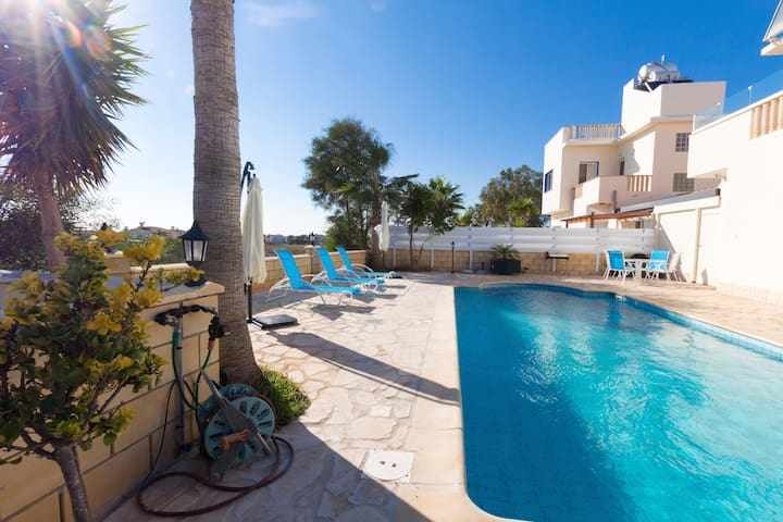 3 Bedroom Next to Ayia Thekla Beach and Waterpark - Ayia Napa - Hus