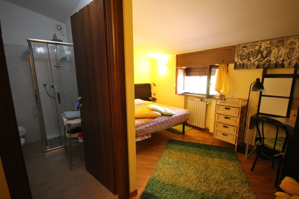 Double room with private ensuite bathroom