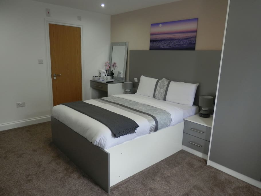 Onsuite Double Bedroom with fitted large wardrobe