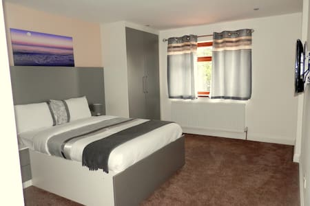 Luxury B&B near Heathrow Airport - Hounslow
