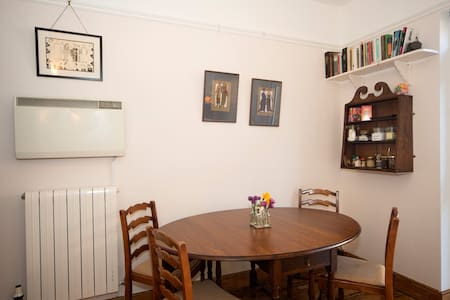 Heart of town new self-catering - Townhouse