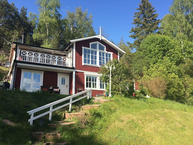 Country house close to lake Mälaren - Ekerö - Huis