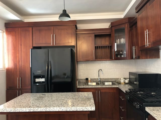 Spacious Modern Kitchen - Water, Coffee, Tea available