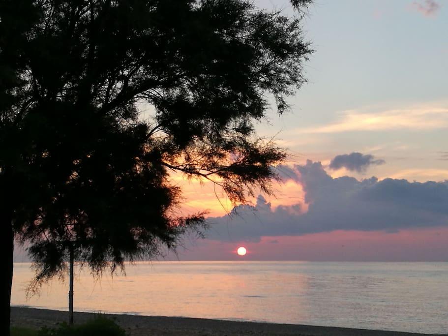 Tramonto dalla spiaggia di Torrenova. Sunset from the Torrenova beach