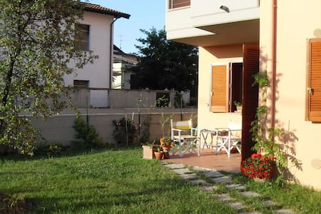 the house with flowers - Santa Croce sull'Arno - Bed & Breakfast