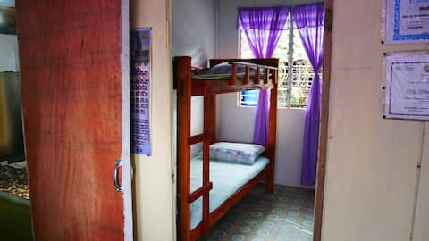 A Room with a Bunk Bed at Mommy Or's