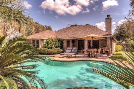 Relaxing Open Concept Home w/ Tropical Pool - 휴스턴(Houston)