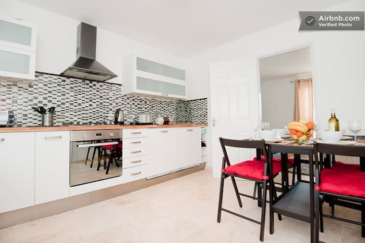 Affordable North London-walk to tube,shops