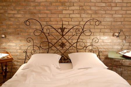 Unik Bed & Breakfast - Buttwil - Bed & Breakfast