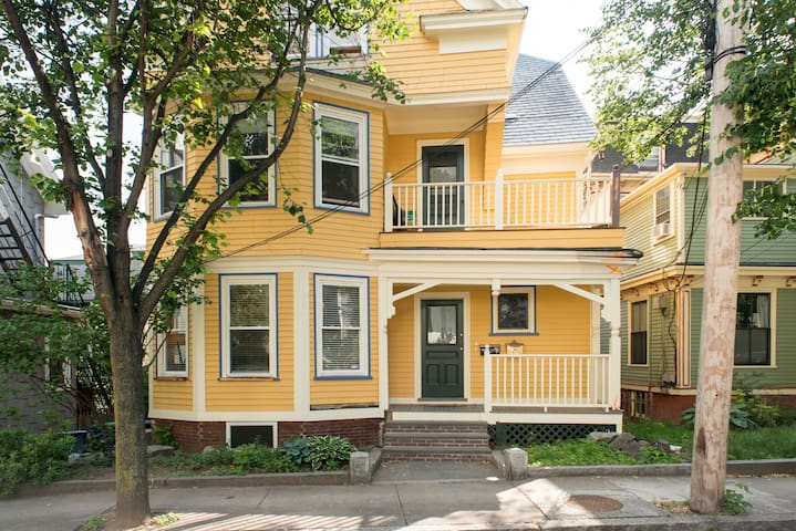 Four bedroom apartment  at Union Sq - Somerville - Appartement