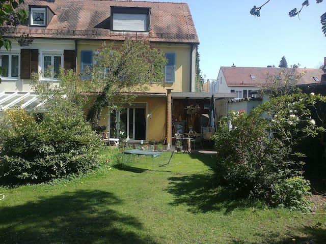 Helles Einzel - Zimmer  im eigenen Haus im Grünen - Nürnberg - Hus