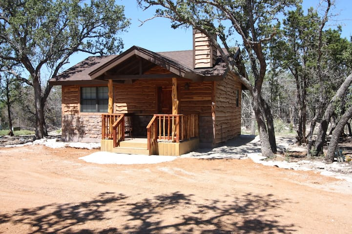 Cedar Bliss Cabin Country Property with Wildlife