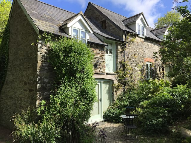 Coach House - 5 mins from stunning Aberporth Beach