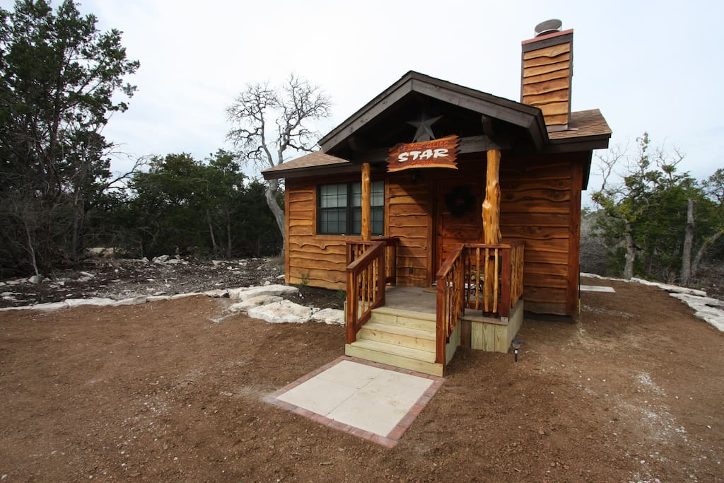 Cedar bliss star cabin country property w wildlife for Cabin rentals fredericksburg tx