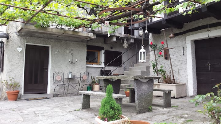 "Cute and typical Ticino's Stone's House ""Rustico"""