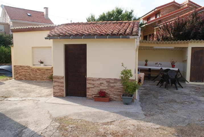 Village house close to the sea - Cuchia