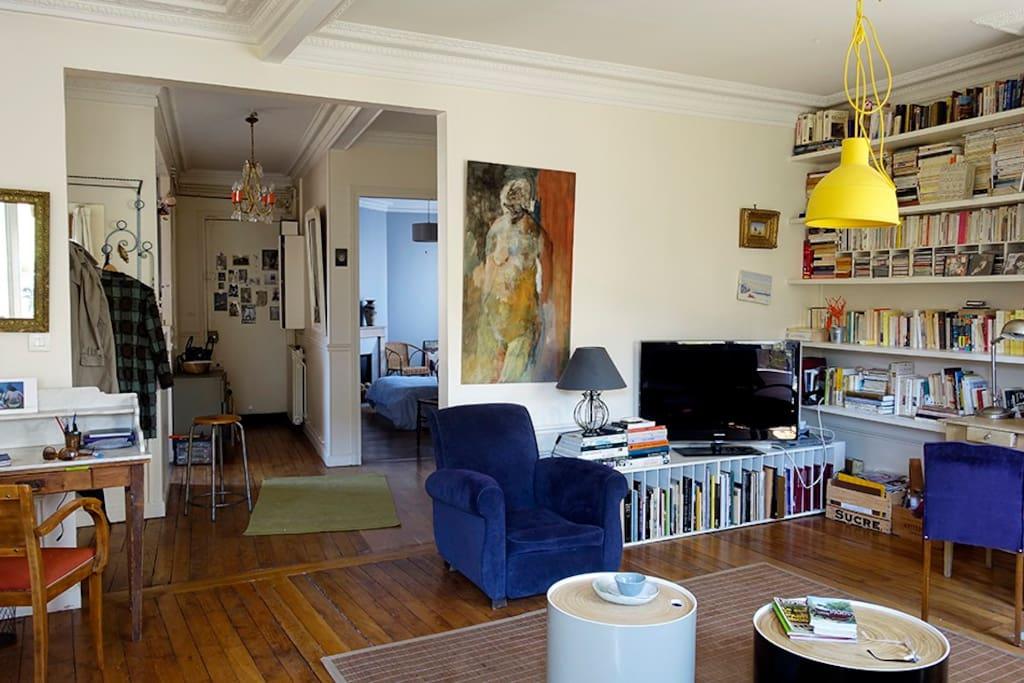 vue sur l'appartement : au fond la chambre, a gauche la cuisine