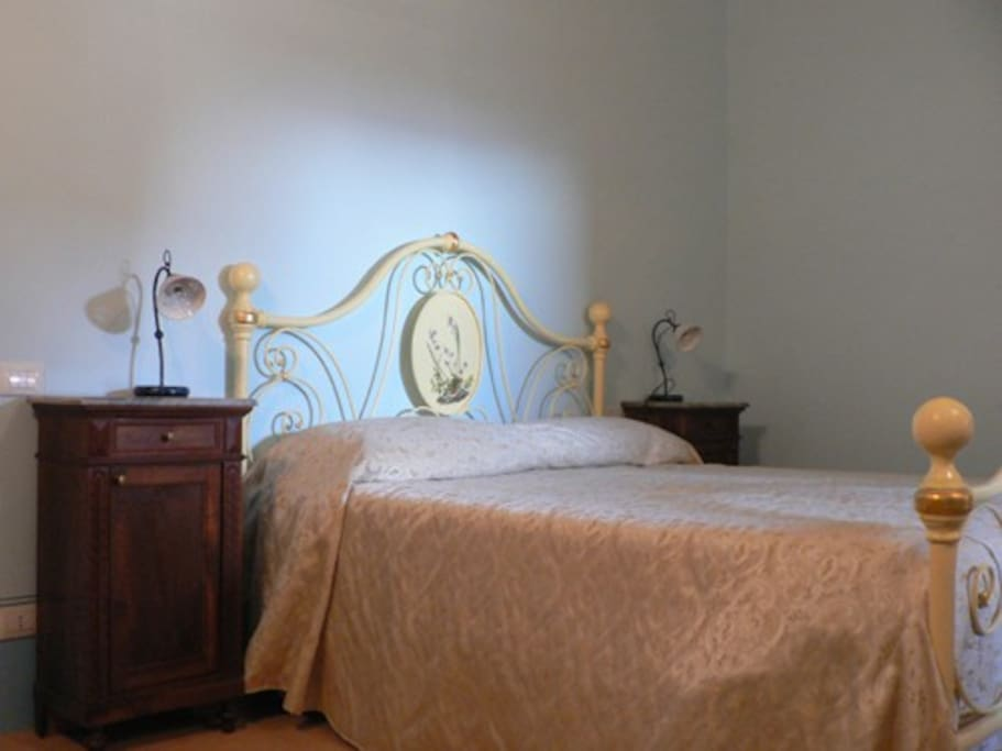 La camera matrimoniale - the double bedroom