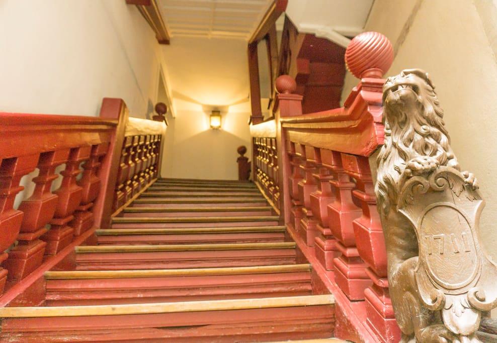 01 Escalier historique 1711 -- historic stairs 1711