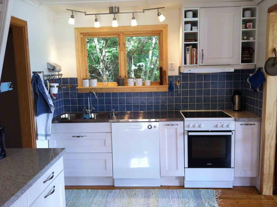 Nyrenoverade köket, med diskmaskin