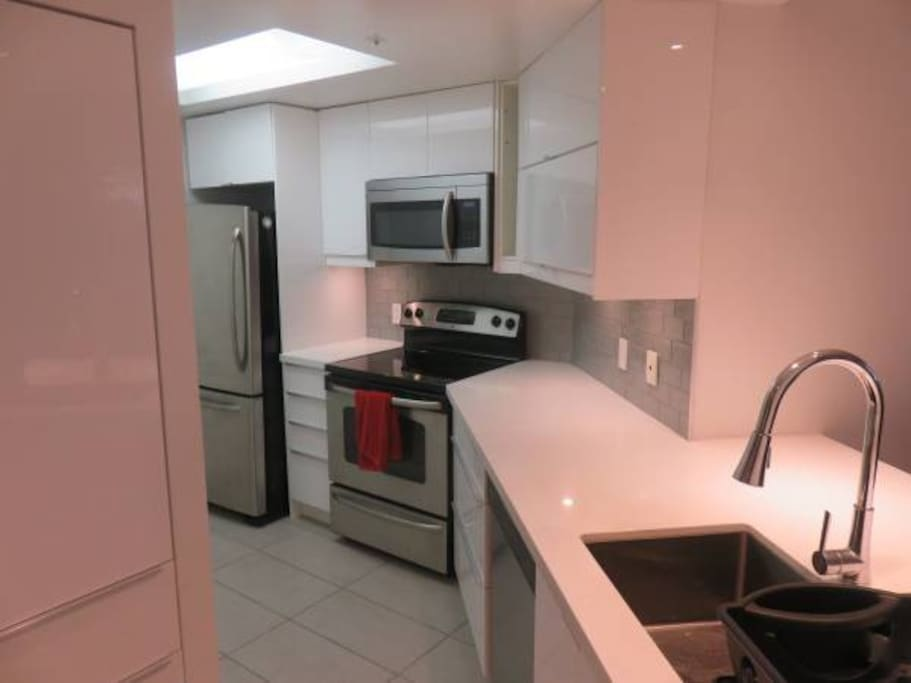 Beautiful quartz and high gloss cabinets