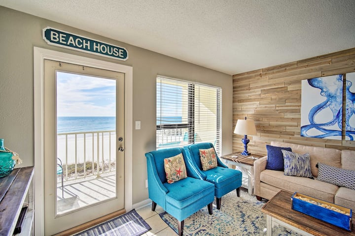 Bright Gulf Shores Beachfront Condo w/ Pool Access