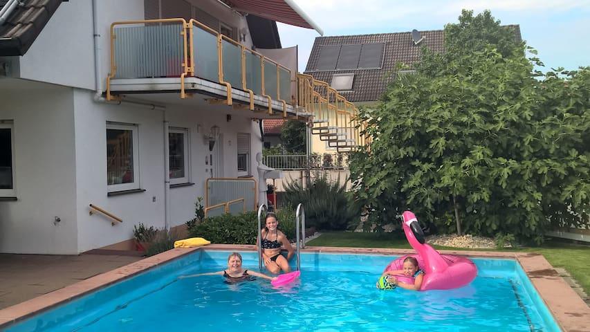 Ferienwohnung mit Terrasse und Pool