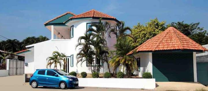 Hua Hin 4 Bedroom Villa Khao Noi Village
