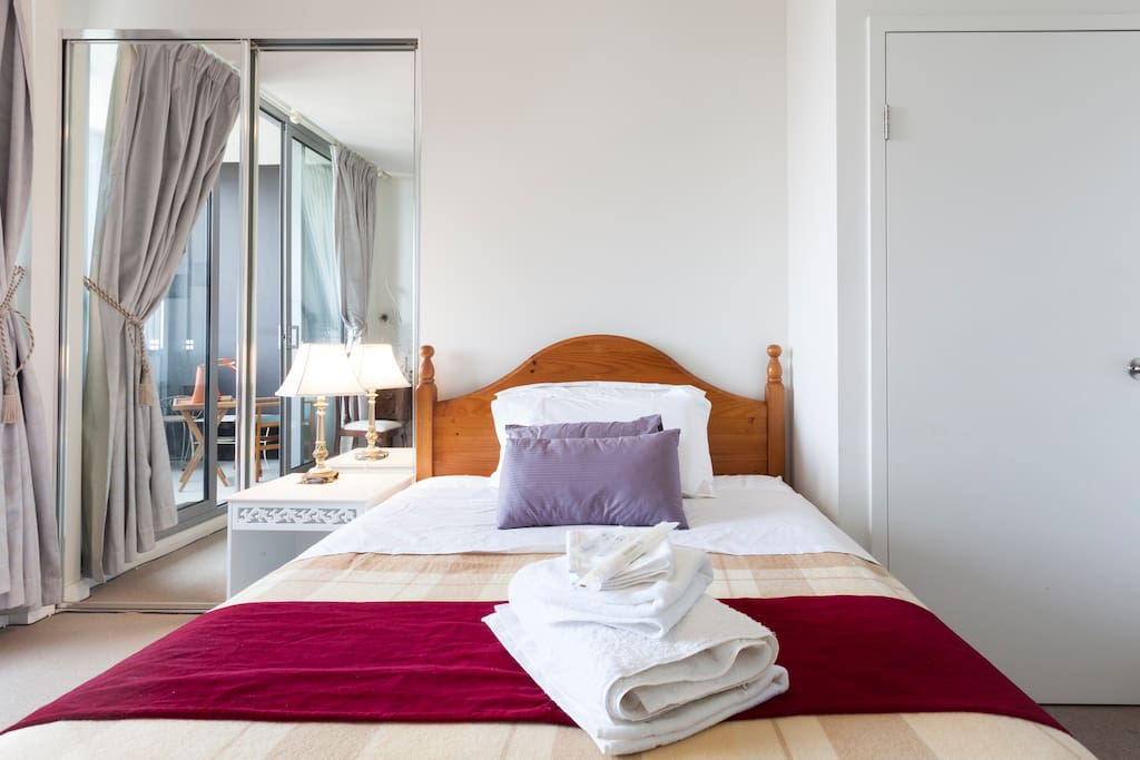 Ensuite studio featured a luxurious double bed, towels linen and basic amenities all provided.