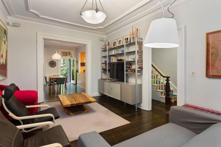 Big, glamorous, 4BR, 3-story house