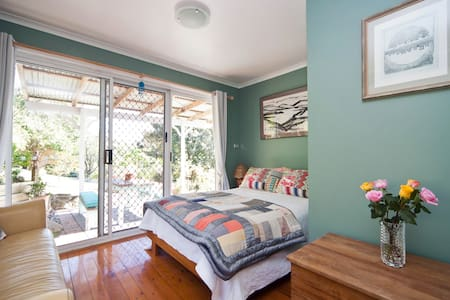 Light filled rooms above the lake - Narrabeen