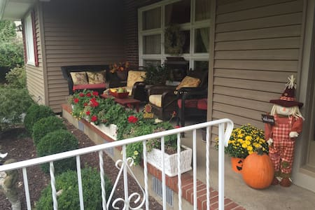 European country home with pool - West Milford - Autre