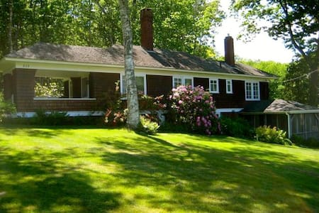 Charming Arts and Crafts Cottage in Bayside! - Northport - House