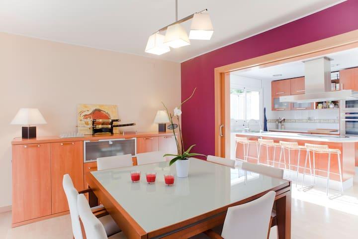 Bonita casa a las afueras de Bcn - St Esteve Sesrovires - Studentrum