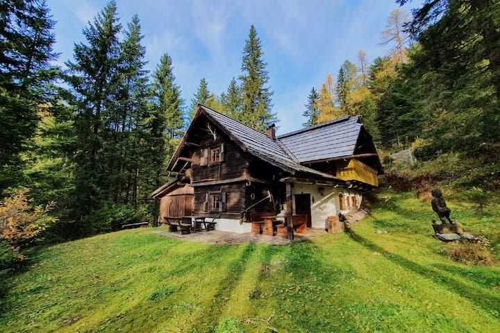 Vintage Chalet in Sankt Oswald with Garden