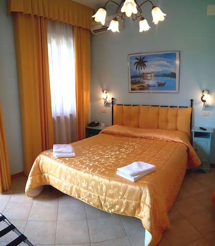 Massarosa camera doppia - Massarosa - Bed & Breakfast