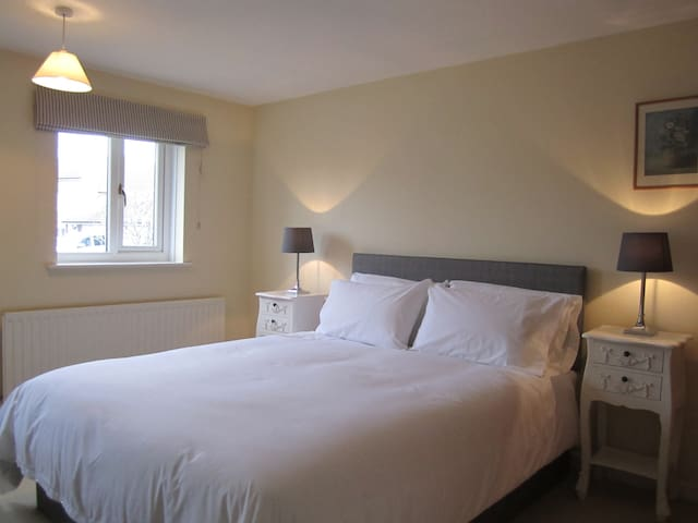 North Hill Close - one guest room - Burton Bradstock - Ev