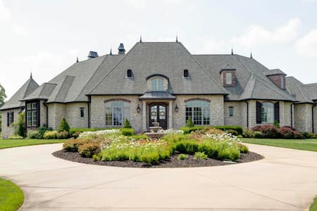 Ozark Home - close to Branson & Springfield, MO
