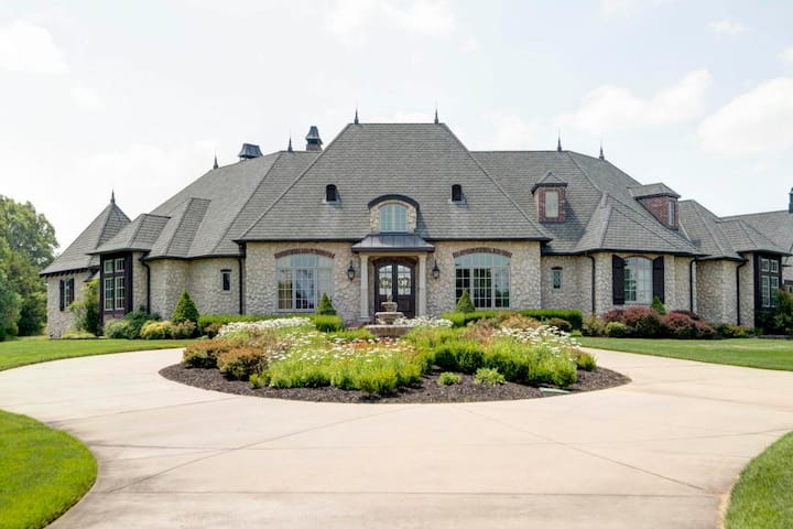 Ozark Home - close to Branson & Springfield, MO